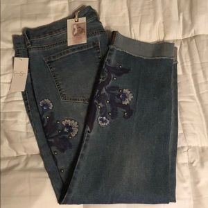 NWT - Jessica Simpson embroidered cropped jeans